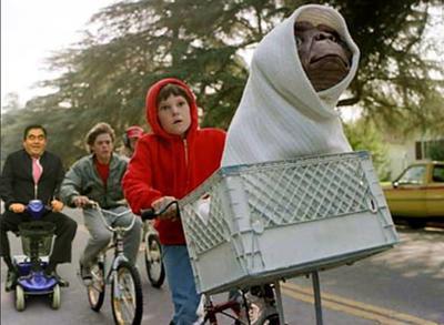 Según los cibernautas, Barbosa acompañó a los niños de E.T. en el Día Mundial sin Auto.