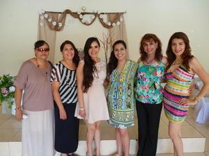 23092016 Rosa Castillo, Cita Castillo, Marycarmen Valdez, Marycarmen Córdova, Estefanía Valdez acompañaron a la futura esposa.