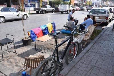 Los participantes llegaron a diferentes espacios con sillas, plantas, tapetes y café para pasar algunas horas en estos lugares.