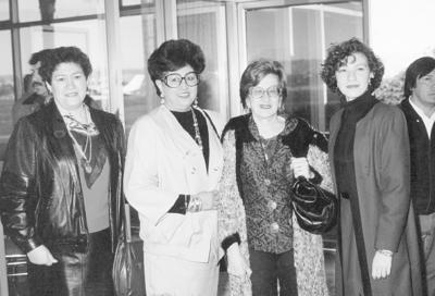 25092016 Juana María Enríquez Mestas, Ma. Asunción Delgadillo de Enríquez y Lic. Rocío Arreola Enríquez, recibiendo a María del Pilar Vidal de Gutiérrez, en el Aeropuerto de Torreón, Coahuila.