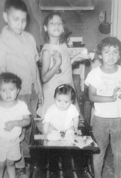 25092016 Miguel Ángel, Beatriz, Martín Rivera, Juan Manuel y Rosa Moreno en 1974.