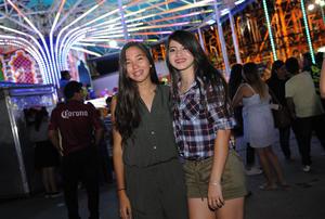 26092016 EN LA FERIA.  Lorena y Daniela.