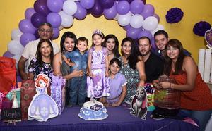 25092016 FELIZ CUMPLEAñOS.  Fernanda Ramírez Sandoval acompañada de sus seres queridos en su fiesta de cumpleaños.