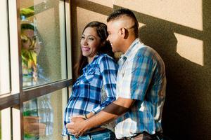 25092016 FELICES.  Nayeli y Braulio en espera de su bebé, al que llamarán Santi.