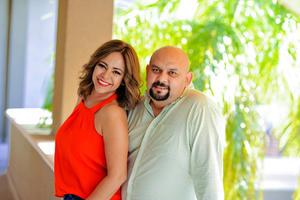 25092016 CERCA DEL ALTAR.  Verónica Ivonne Chávez Sandoval y Óscar Ricardo González Morales se casarán el próximo 15 de octubre.