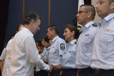 El mandatario destacó la labor de los militares en el logro de la paz en Colombia.