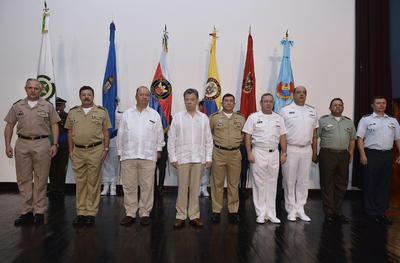 Santos se reunió con personal castrense colombiano.