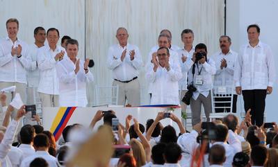 El acuerdo es fruto de casi cuatro años de diálogos entre el Gobierno y las FARC en La Habana y fue sellado en Cartagena de Indias.