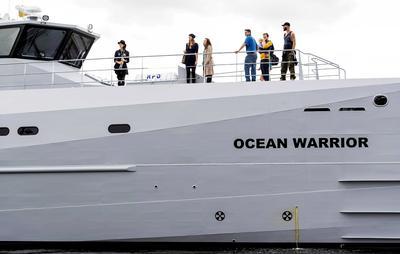 """ÁMSTERDAM (HOLANDA).- El buque 'Ocean Warrior', nuevo buque patrulla de la organización """"Sea Shepherd Global"""", permanece en el puerto NSDM en Amsterdam (Holanda). El Ocean Warrior es el quinto buque patrulla de la organización y en breve partirá a Australia para participar en una campaña en la Antártida. EFE/"""