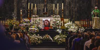 GETXO (BIZKAIA).- Cientos de personas han acudido hoy al funeral de María Villar, la joven vizcaína sobrina del presidente de la RFEF que fue secuestrada y asesinada en México el pasado 15 de septiembre. EFE