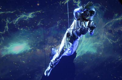 MEX30. GUADALAJARA (MÉXICO), 26/09/2016.- Un astronauta simula viajar en el espacio hoy lunes 26 agosto de 2016, durante la Inauguración del 67 Congreso Internacional de Astronáutica que se lleva acabo en la ciudad de Guadalajara (México). EFE/Ulises Ruiz Basurto