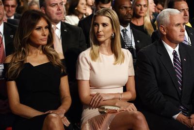 Melania e Ivanka Trump apoyando al republicano.