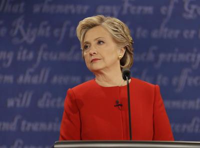 Clinton criticó los planes económicos de Trump