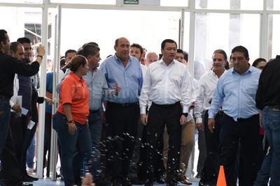Osorio Chong dio un recorrido por las intalaciones del Complejo Cultural y Deportivo La Jabonera.