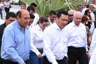 Osorio Chong fue recibido por el gobernador Rubén Moreira.
