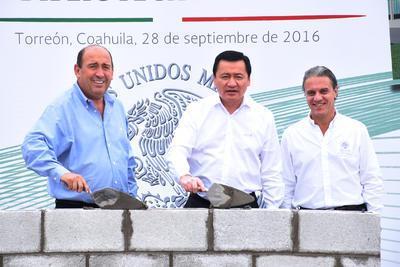 Se puso la primera piedra de la Biblioteca Digital en el Complejo Cultural y Deportivo La Jabonera en Torreón.