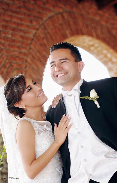 23102016 Nadia Heredia Hernández y Gustavo R. Torres Adelantado contrajeron matrimonio el 22 de octubre hace 5 años, motivo por el que han recibido numerosas felicitaciones de familiares y amigos. - Maqueda Fotografía.