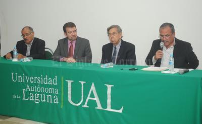 También estuvo en la Universidad Autónoma de La Laguna.