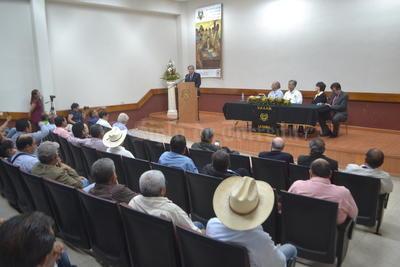 Laguneros escucharon atentamente el mensaje de Cárdenas Solórzano.