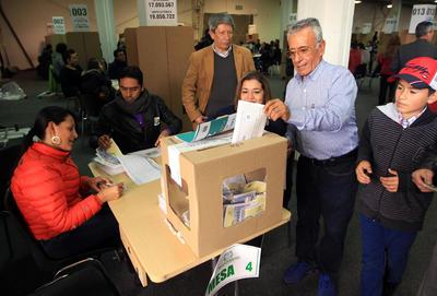 Decenas de votantes se hicieron presentes en las casillas.