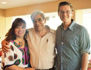 03102016 EN FAMILIA.  Aurora, José y Santiago.