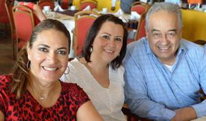 03102016 EN RECIENTE FESTEJO.  Flor, Priscila y Manlio.