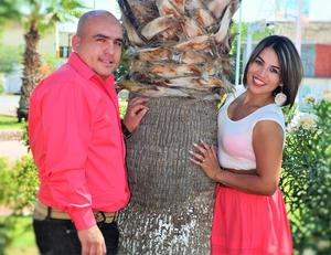 02102016 MUY CONTENTOS.  Miguel Armando Cano y Karla Elena Araujo.