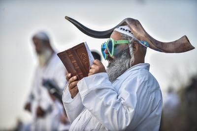 UMAN (UCRANIA).- Judíos ortodoxos celebran el Rosh Hashanah en Uman (Ucrania). Cada año, miles de judíos ortodoxos de diferentes países, se reúnen en Uman para celebrar el Año Nuevo judío o Rosh Hashanah. EFE