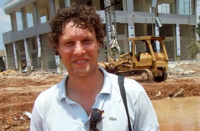 Amsterdam (Holanda).- Una fotografía de archivo y puesta a disposición que muestra periodista holandés Jeroen Oerlemans. Los informes señalan que Jeroen Oerlemans ha sido asesinado por un francotirador en Sirte, Siria. EFE