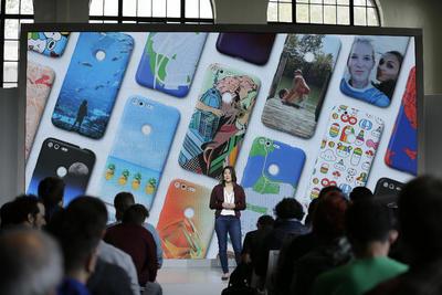 Los nuevos dispositivos llevan instalados por primera vez la función Google Assistant y trabajarán con realidad virtual.