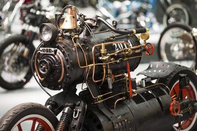 COLONIA (ALEMANIA).- La motocicleta modificada Black Pearl expuesta en la feria de motos Intermot en Colonia (Alemania). La mayor feria del sector de Europa se celebra hasta el próximo 9 de octubre. EFE