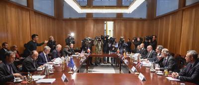 BERLÍN (ALEMANIA).- Representantes de los ministerios de Exteriores de Estados Unidos, Reino Unido, Francia, Italia y el Servicio de Acción Exterior de la Unión Europea conocido como el Quinteto durante su reunión sobre las conversaciones de paz en Siria celebrado en Berlín, Alemania. Rusia rechazó hoy la propuesta de limitar el derecho de veto de los miembros permanentes en el Consejo de Seguridad de la ONU en caso de graves crímenes durante el conflicto en Siria. EFE