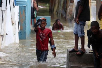 """El ojo de """"Matthew"""" tocó tierra a las 07:00 horas locales (11:00 GMT) cerca de la zona de """"Les Anglais"""" en el oeste de Haití."""
