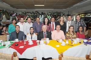 07102016 DESAYUNO DE CUMPLEAñOS.  Jesús Sotomayor Garza acompañado del personal de la segunda sala del Tribunal de Justicia del Estado.