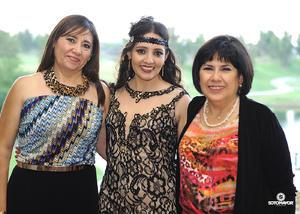 08102016 La novia con las anfitrionas de su prenupcial, Lorena Rojas Bonifant y Rebeca Jiménez.