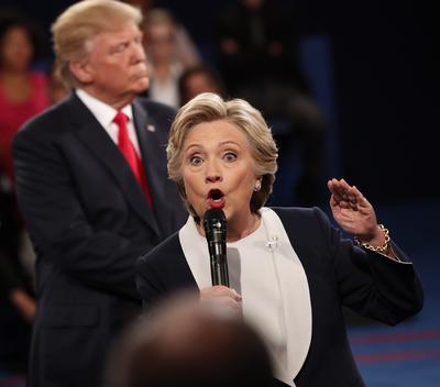 Según una encuesta de la cadena CNN entre quienes vieron el debate, 57 por ciento da el triunfo a la candidata demócrata, frente a 34 por ciento al republicano.
