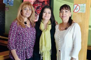 09102016 EN UN CUMPLEAñOS.  Sandra, Olga y Maribel.