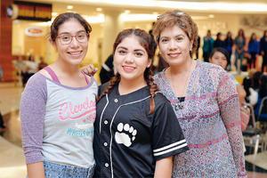 10102016 DE PASEO.  Erika, Fernanda y Norma.