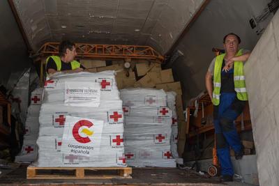 PUERTO PRÕNCIPE (HAITÍ).- Un avión español con ayudas humanitarias para víctimas del huracán Matthew arriba al aeropuerto de Puerto Príncipe en Puerto Príncipe (Haití). Las ayudas serán distribuidas entre las ONG's antes de ser entregadas a los damnificados. EFE