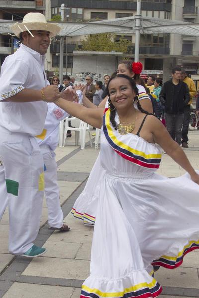 ZAMORA.- La comunidad latinoamericana residente en Zamora ha celebrado hoy el Día de la Hispanidad con un acto cultural en una céntrica plaza zamorana en el que han mostrado bailes tradicionales de sus países de origen y han reivindicado la llegada de Colón a América como una jornada festiva y no como un genocidio. EFE