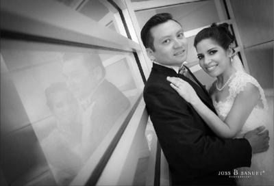 02102016 Iván de Jesús Arenas Lara y Yenny Torres Téllez en una fotografía de estudio el día de su boda. - Joss Banuet Fotografía.