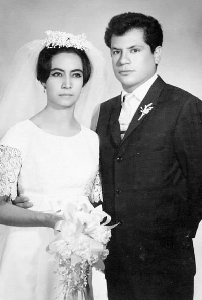 02102016 María Guadalupe de Villa Mora y Sergio Flores Reyes en 1966.