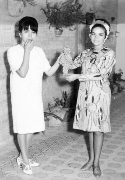 02102016 Profra. Gloria Vega y Profra. Bertha González el 20 de junio de 1967.