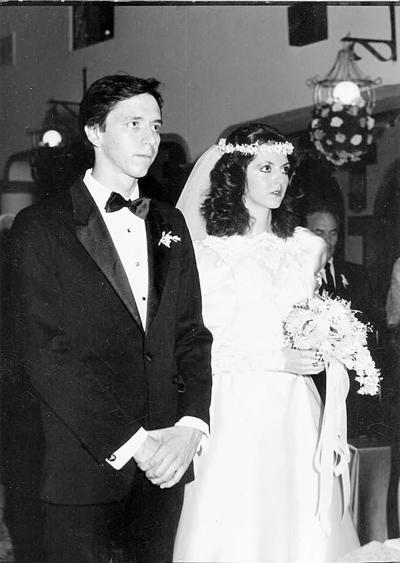 09102016 Boda religiosa del Dr. Mario Alberto Gutiérrez García y Rosa María Navarro Villalobos en septiembre de 1986.