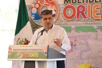 El alcalde Miguel Riquelme junto con el gobernador Rubén Moreira dieron el banderazo de arranque a los trabajos, que terminarán en el mes de abril.