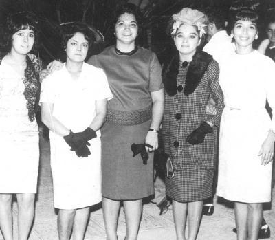 16102016 Micaela, Julia y Beatriz García Cárdenas acompañadas también por Jovita y Carolina García en 1965.