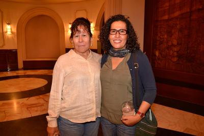 Con las ovacionadas interpretaciones de don Ignacio López Tarso y Gabriela Spanic, la obra mostró el lado humano de un Picasso agobiado por un pasado y atraído por la fama y de una mujer que lucha por su vida y la de su familia.