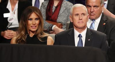 Melania Trump estuvo acompañada de Mike Pence, candidato republicano a la Vicepresidencia de EU.