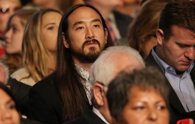 El músico Steve Aoki acudió al debate.