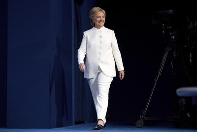 Hillary Clinton decidió llevar un vestuario blanco para el tercer debate.